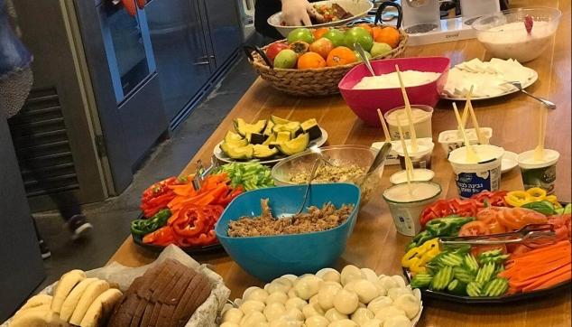 ארוחות בוקר וצהריים לעובדים